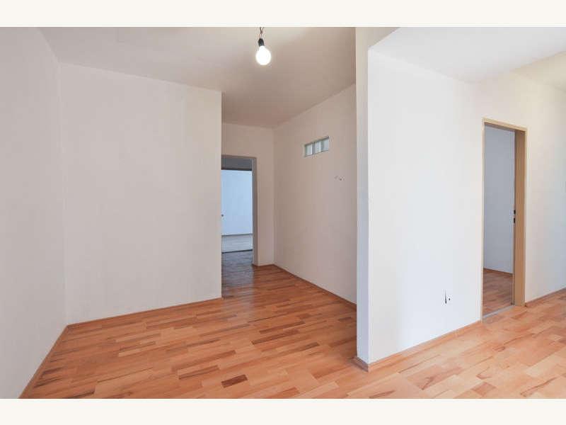 wohnung in klagenfurt zu verkaufen von willi mann. Black Bedroom Furniture Sets. Home Design Ideas