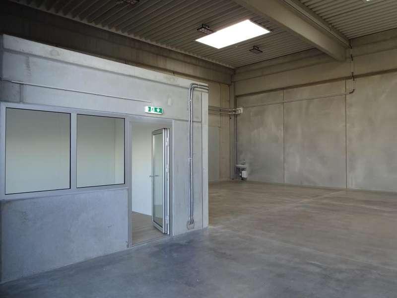 04 Mehrzweckhalle m. Büro - Innenansicht - Bspl.